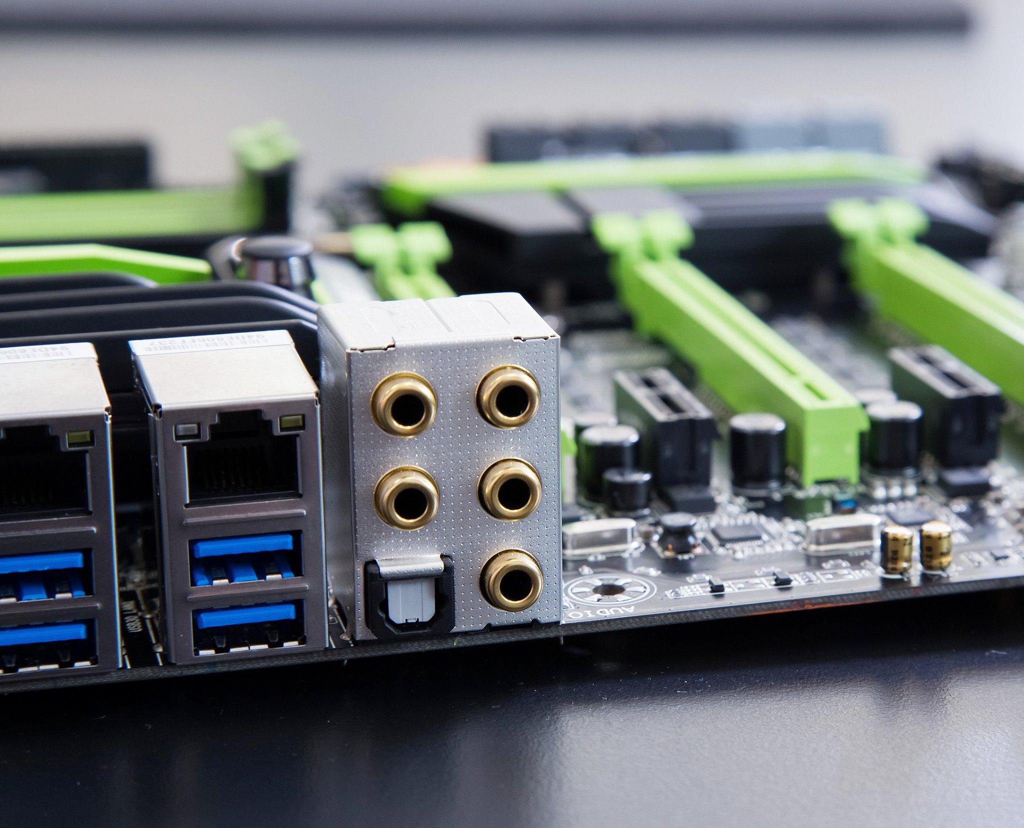 都有搞高阶音效与放大技术,甚至音效输出输入连接头都镀金,游戏主机板