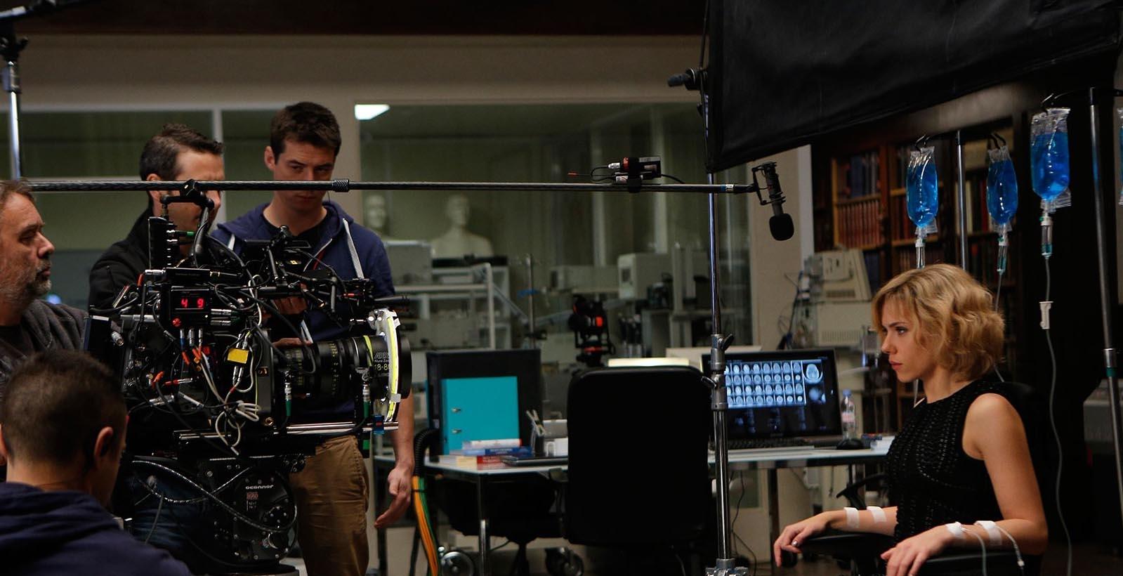 导演是卢贝松,里面主要是叙述,由好莱坞性感女星史嘉蕾乔韩森饰演lucy