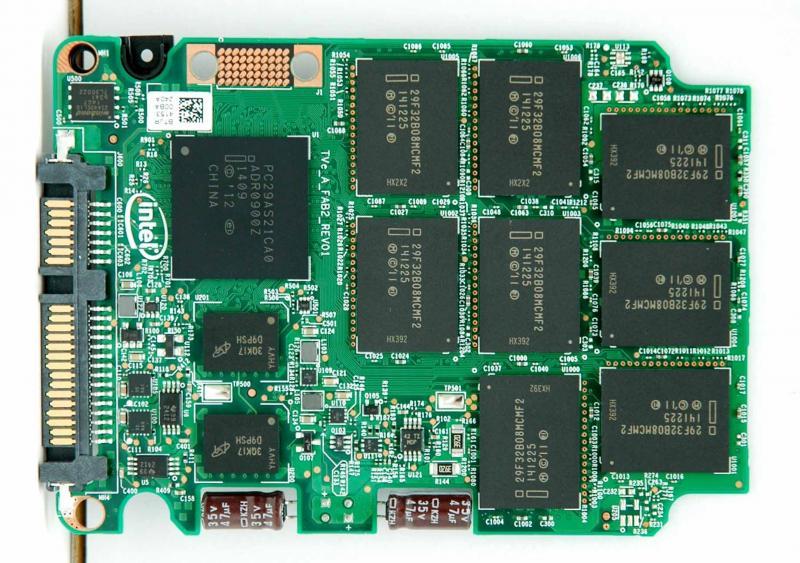 intel ssd 730系列240gb电路板,控制器使用了intel pc29as21ca0,快闪